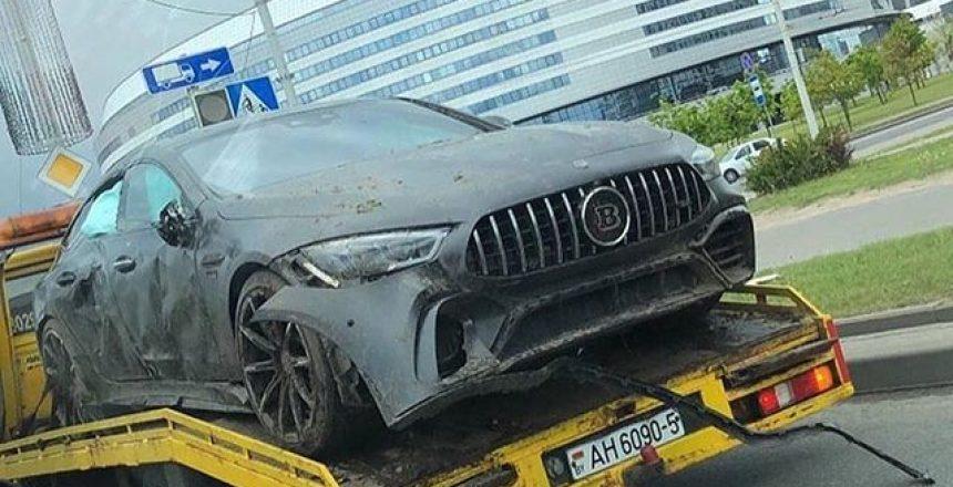 Posted @withregram • @supercar.fails Brabus Crash in Minsk, Belarus. 🇧🇾⠀ Via: @majorka_bel⠀ #SupercarFails