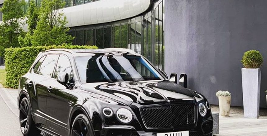 What an amazing car parked outside an amazing hotel! @bentleymotors @aviatorbytag