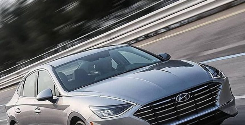 Posted @withrepost • @car The new Hyundai Sonata hybrid doesn't only have an electric motor, but also a solar panel on the roof! The solar panel roof can extend the travel distance by an extra 1,300 km (808 miles) annually provided that it charges for six hours each day. Also new for the hybrid is Active Shift Control which smooths out and reduces shift times by aligning engine and transmission speeds. Hyundai claims ASC also improves acceleration, fuel efficiency, and durability. The Hybrid will also feature the latest tech introduced on the standard Sonata including the Digital Key. Thoughts on solar panel use in cars?