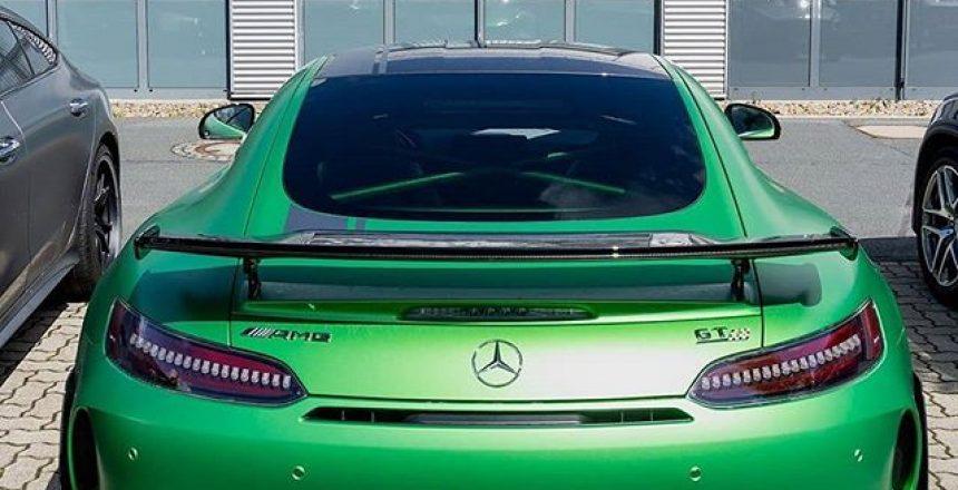 Posted @withrepost • @mbkundencenter Das Biest aus der grünen Hölle als limitiertes Sondermodell: Der GT R PRO mit optimiertem Leistungsgewicht und neuem Fahrwerk ist jetzt noch agiler!  . [Mercedes-AMG GT R Coupé | Kraftstoffverbrauch kombiniert: 12,4 l/100 km | CO₂-Emissionen kombiniert: 284 g/km | mb4.me/nefz] .