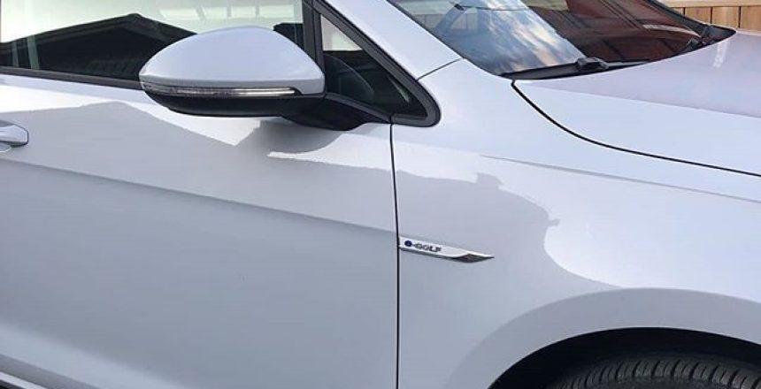 Posted @withrepost • @evcars_only_electric Ny färg idag känns bra att köra elbil på tjänsteresor @europcar_se