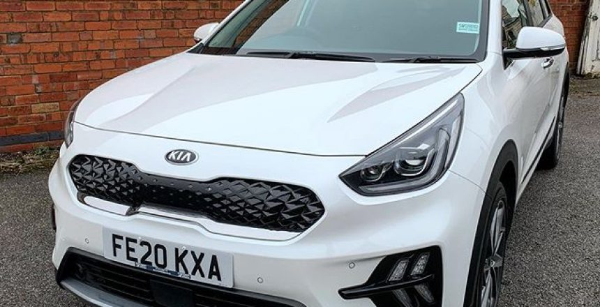 Kia Niro Hybrid in white ready to go out to an existing customer in Long Eaton. 6 month car lease!